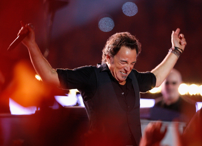 """bruce springsteen super bowl essay Bruce springsteen articles and media bruce springsteen's """"happy super bowl sunday"""" tweet is perfect by: rather than an essay-type column this month."""