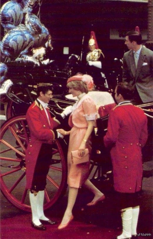 PRINCESS-DIANA-PRINCE-CHARLES-WALES-WEDDING-DAY-1981