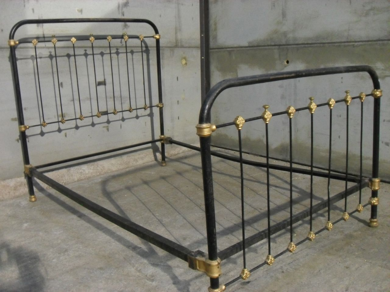 Victorian-cast-iron-frame-three-quarter-bed-and-side-rails