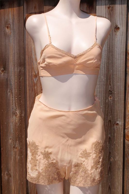 Vintage 1930s Mode Art Soft Peach Silk & Lace Tap Panties and Bra Set