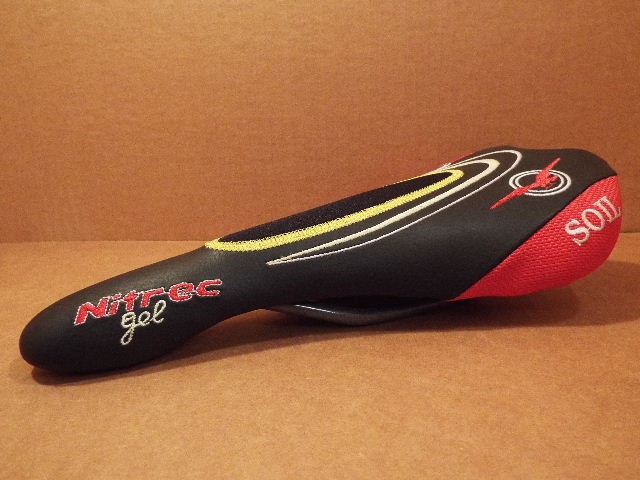 """New-Old-Stock Gipiemme /""""LOOK/"""" Saddle w//Red Accents...Cover Wear Concerns"""