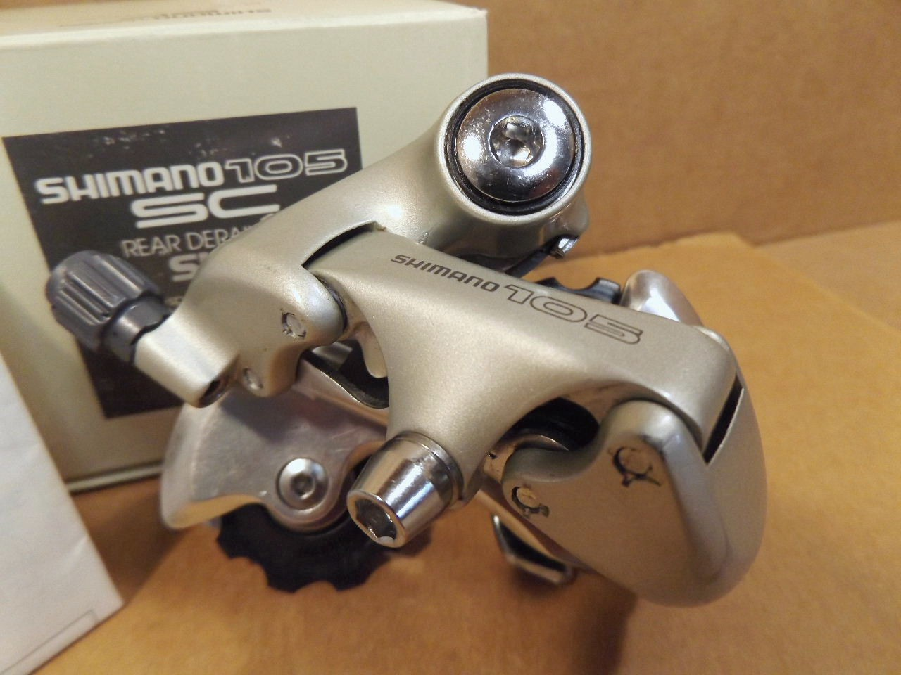 New-Old-Stock Shimano 105 Rear Derailleur w//Short Cage...Model RD-1056