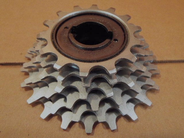 New-Old-Stock Suntour New Winner Ultra 6-Speed Freewheel w//Silver Finish 13x18