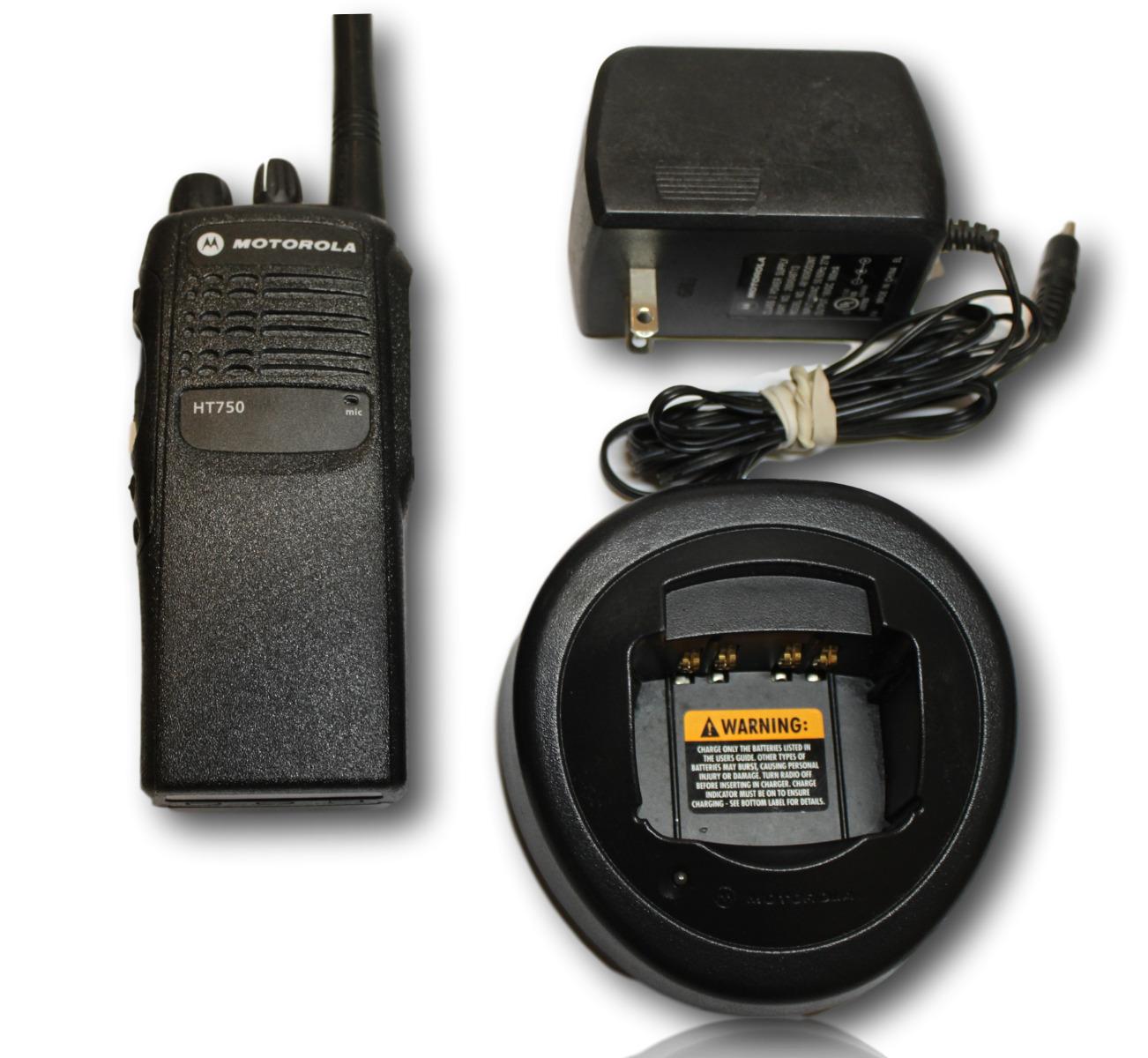 MOTOROLA HT750 VHF 136-174 MHZ 16CH  5 WATT RADIO With Charger And  Speaker Mic
