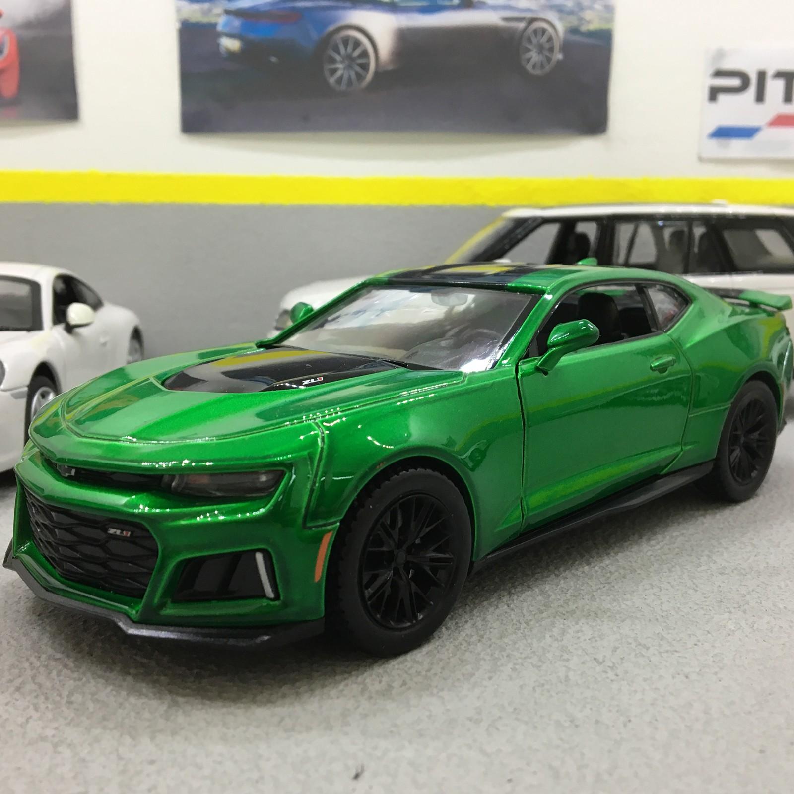 Chevrolet Camaro ZL1 2017 Green/Black 1:24 Scale Die-Cast