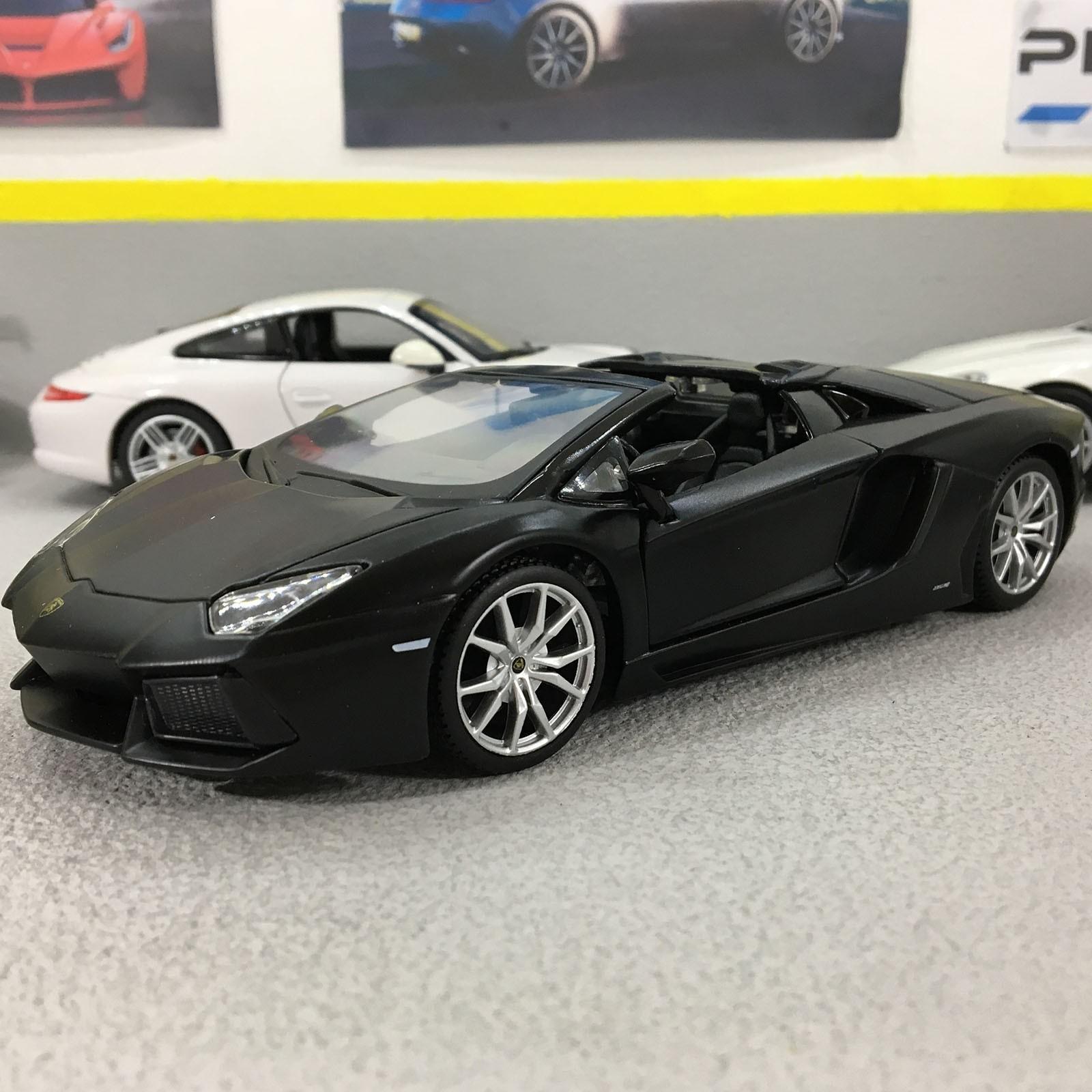 Lamborghini Aventador Lp700 4 Roadster Black 1 24 Scale Die Cast