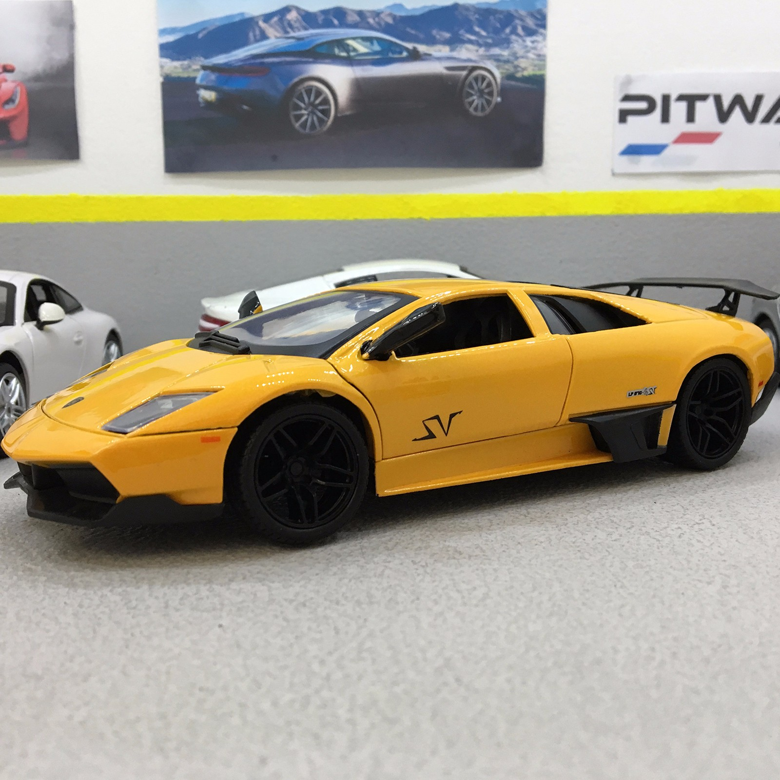 Lamborghini Murcielago Lp 670 4 Sv Yellow 1 24 Scale Die Cast Model