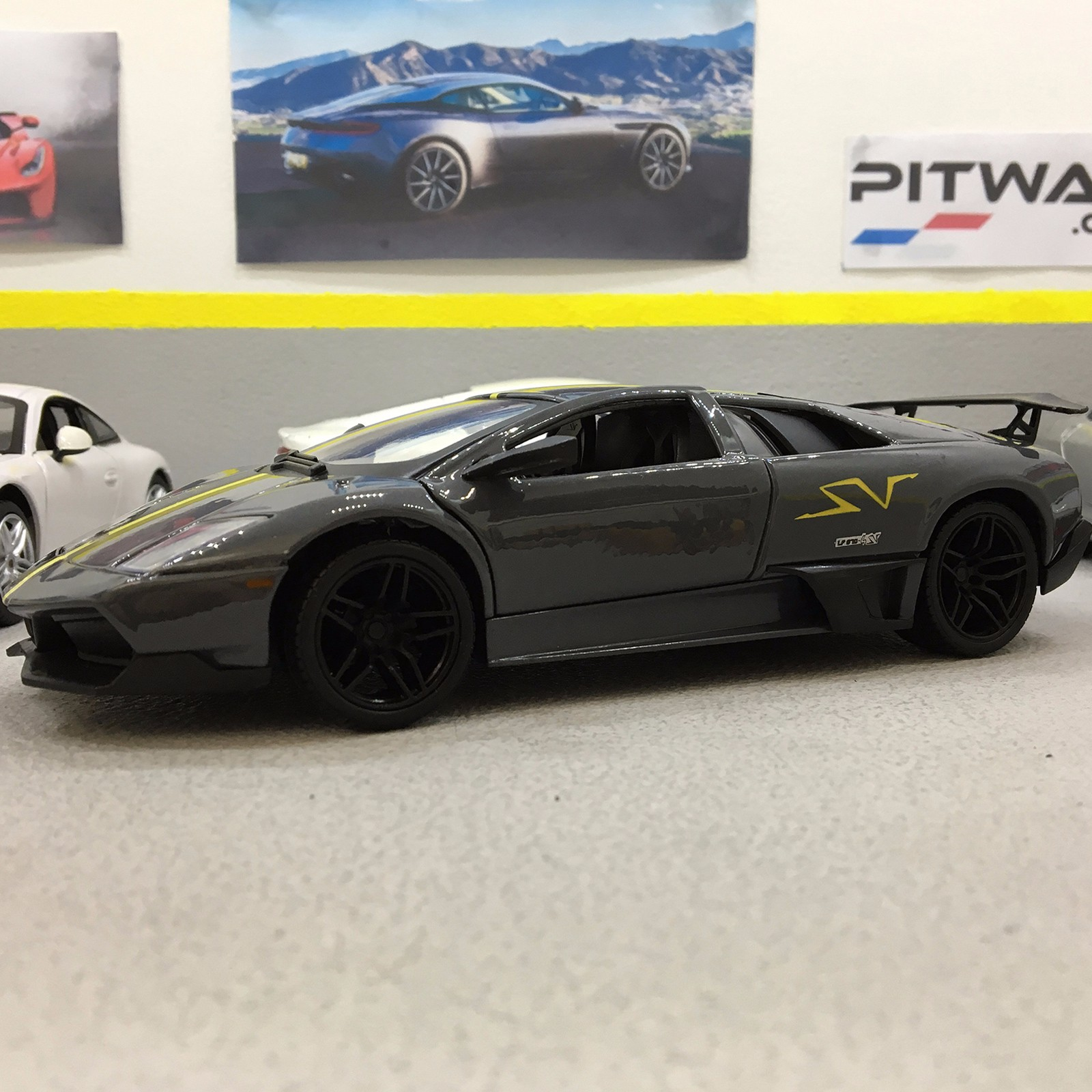 Details About Lamborghini Murcielago Lp 670 4 Sv Grey 1 24 Die Cast Model Car
