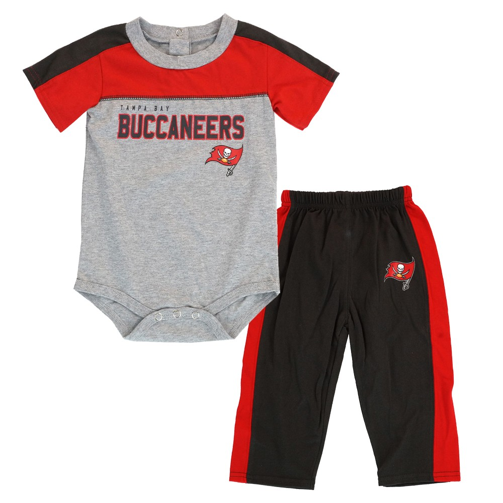 Outerstuff NFL Infant Tampa Bay Buccaneers 3 Pack Creeper Set