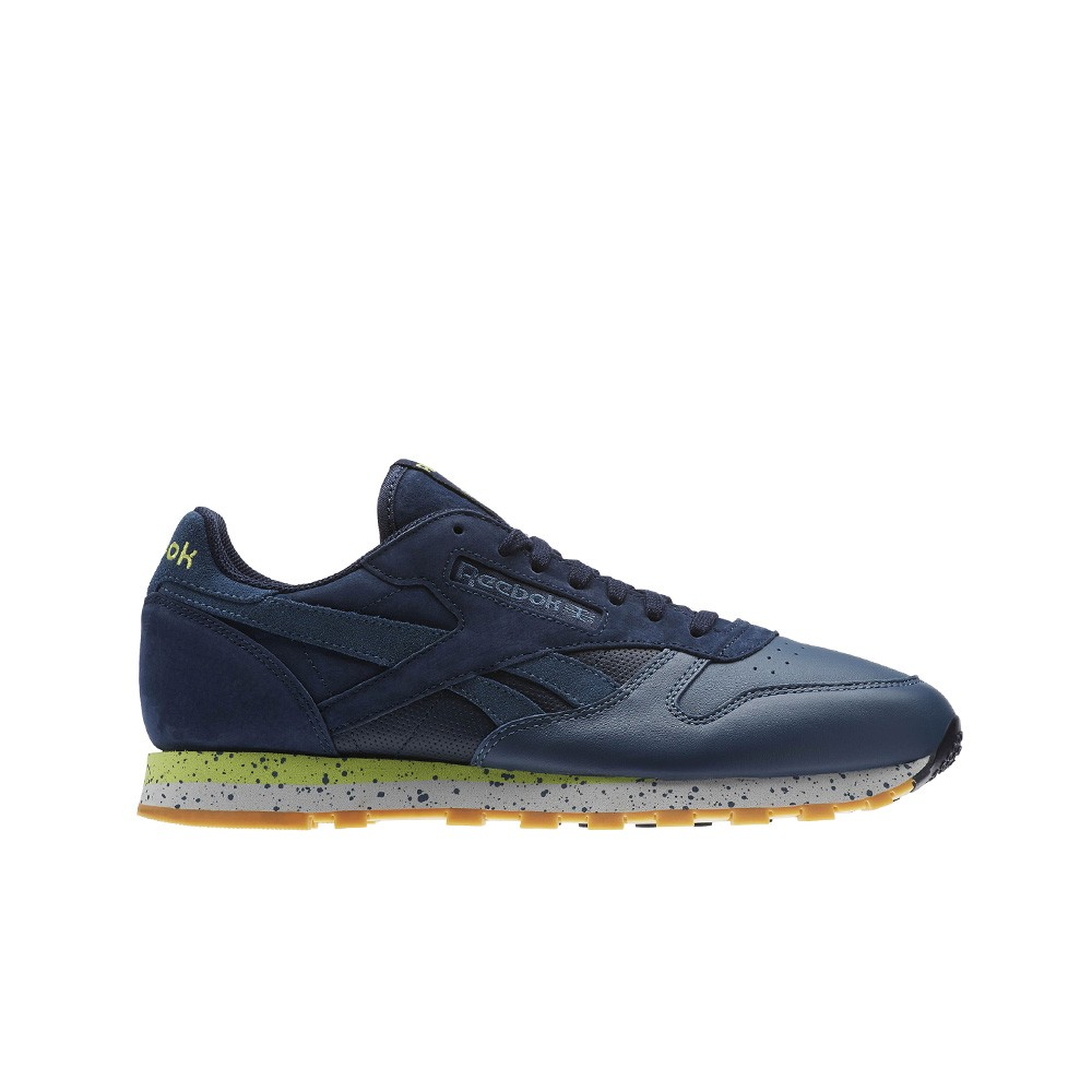 bb96db4f361b Reebok Classic Leather Sm (COLLEGIATE NAVY BRAVE BLU) Men s Shoes BD1927