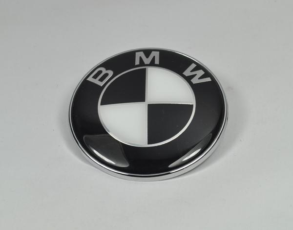 bmw emblem 82mm schwarz weiss logo e30 e36 e39 e46 e60 e90 motorhaube m3 m5 m6 a ebay. Black Bedroom Furniture Sets. Home Design Ideas