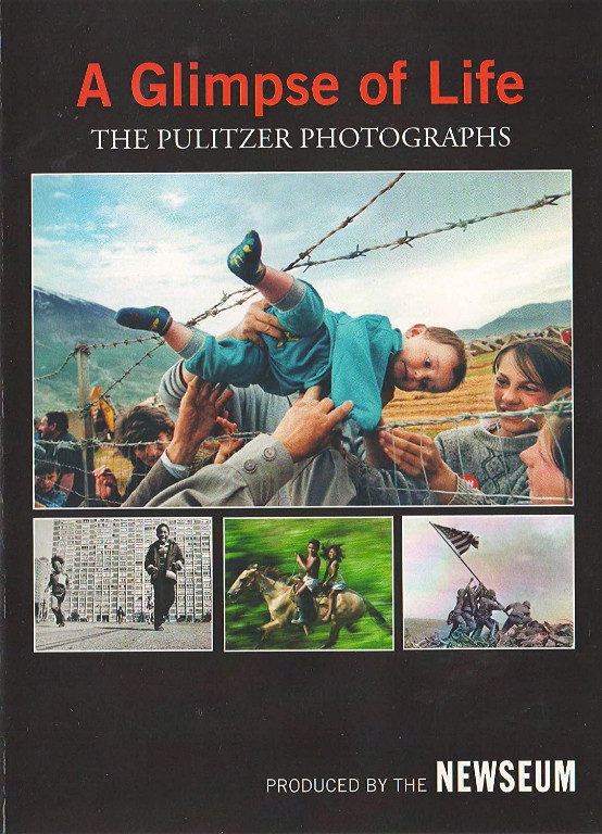 Image 0 of A Glimpse of Life: The Pulitzer Photographs