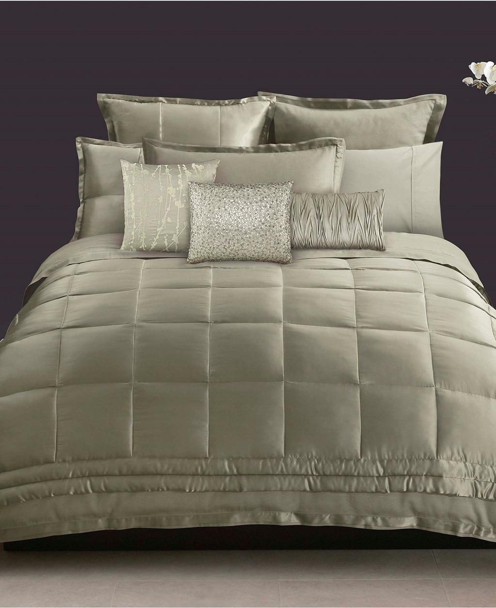 donna karan modern classics silk king quilt celadon ebay. Black Bedroom Furniture Sets. Home Design Ideas