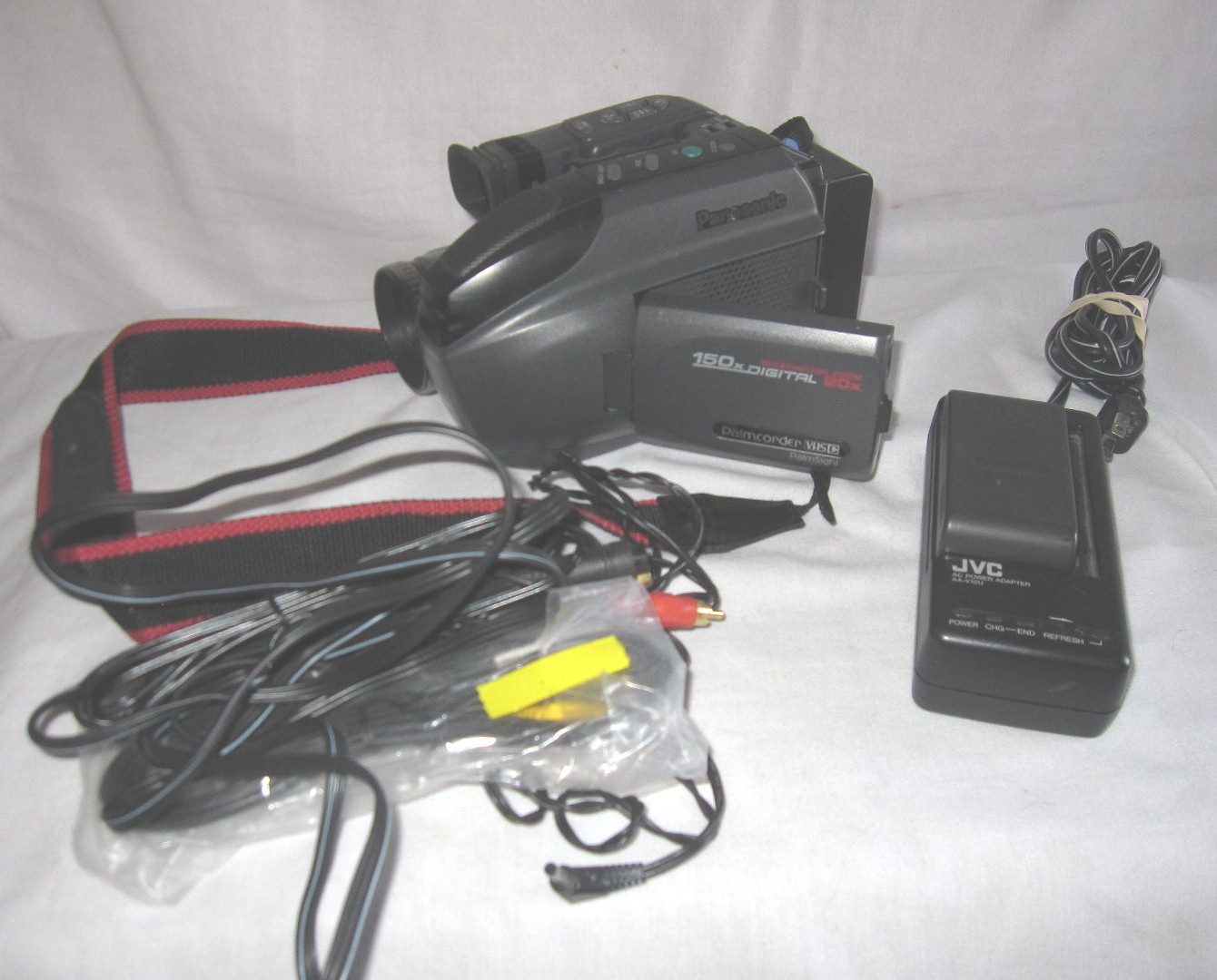 Panasonic Pv L501d Vhs C Palmcorder Camcorder Video Camera Two Batteries Charger On Popscreen